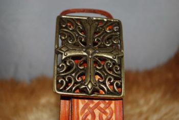 ceinture tan et boucle laiton croix